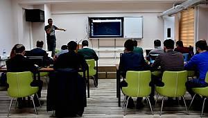 Siber güvenlik uzmanı yetiştirmek için eğitim aldılar