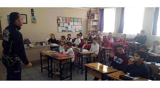 Rize'de Polis Ekiplerinden 40 Öğrenciye Eğitim