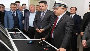 Vali Çeber, Çayeli Denizcilik Lisesini Ziyaret Etti