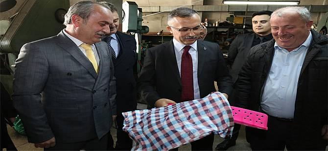 Vali Kemal Çeber'e Çayeli'nde Çay Makası Hediye Edildi
