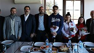 Halterin Dünya Şampiyonları Rize'de Gazetecilerle Bir Araya Geldi