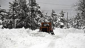 Rize'de Kar 42 Köy Yolunu Kapadı