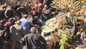 Rize'de Otomobil Dereye Uçtu: 1 Yaralı