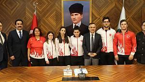 Vali Çeber, Şampiyon Sporcuları Makamında Ağırladı