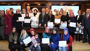 Girişimci Kadınlar Sertifikalarını Vali Kemal Çeber'in Elinden Aldı