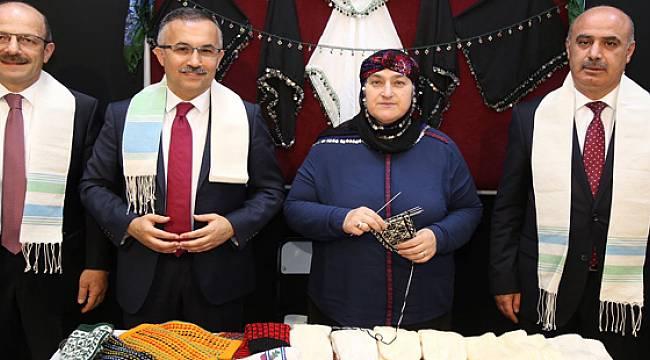 Vali Kemal Çeber Yöresel El Sanatları Sergisinin Açılışını Yaptı