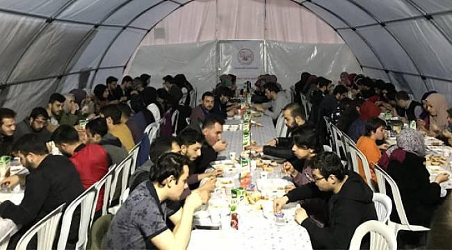 Ak Gençlik Rize, Gönül Sofrasında 250 Üniversiteliye İftar Açtırıyor