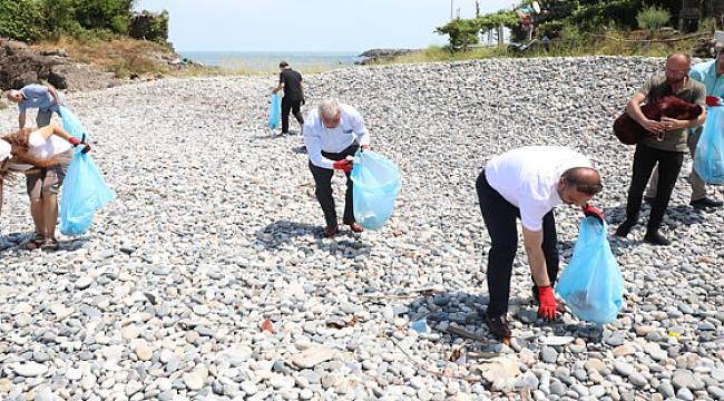 Rize'de Tulum Eşliğinde Çöp Topladılar