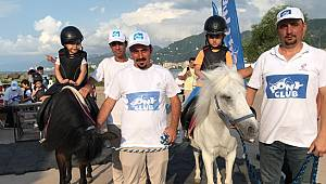 Pony Atları Rize'de Çocukları Eğlendirdi