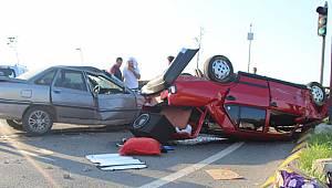 Önce refüje sonra otomobile çarptı 6 yaralı