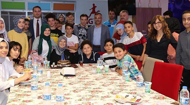 Vali Kemal Çeber Gençlerle Birlikte Vakit Geçirdi, Langırt Oynadı