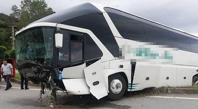 Rize Yolcu Otobüsü Kaza Yaptı 2 Yaralı