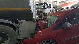 Rize Plakalı Otomobil Trabzon'da Zincirleme Kazaya Karıştı 4 Yaralı