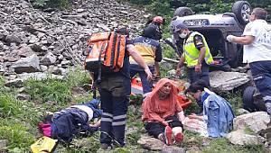 Rize'de Otomobil Şarampole Uçtu 1 Ölü, 3 Yaralı